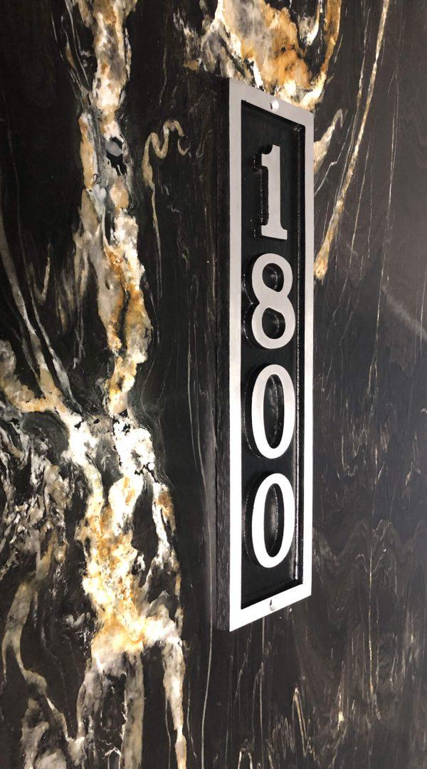 Vertical Bold Donn, 1 Line Address Plaque
